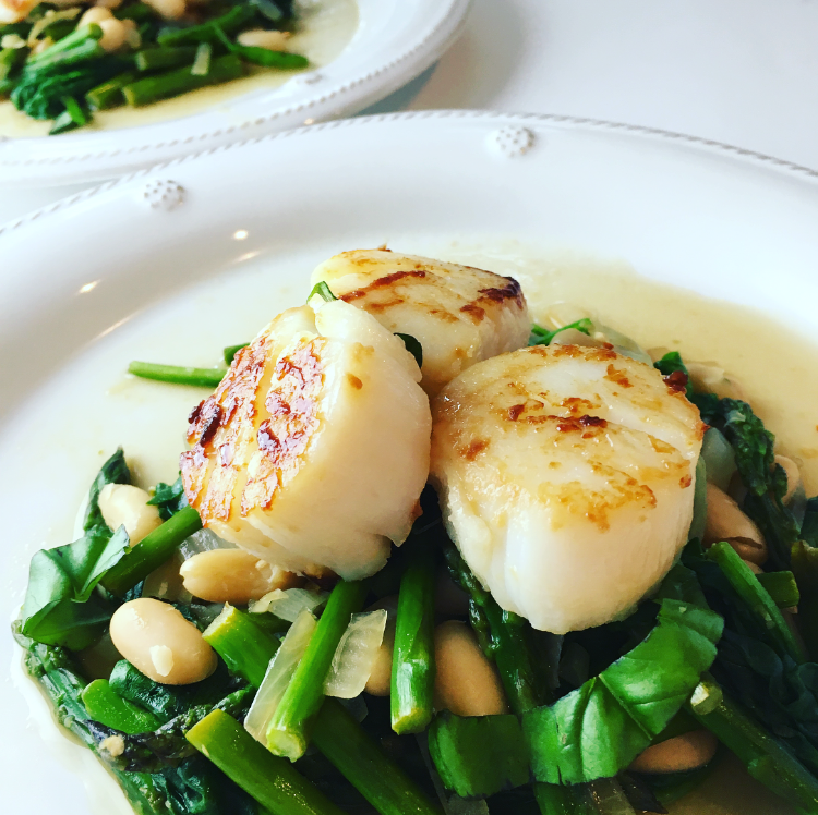 Seared Scallops with Cannellini Beans